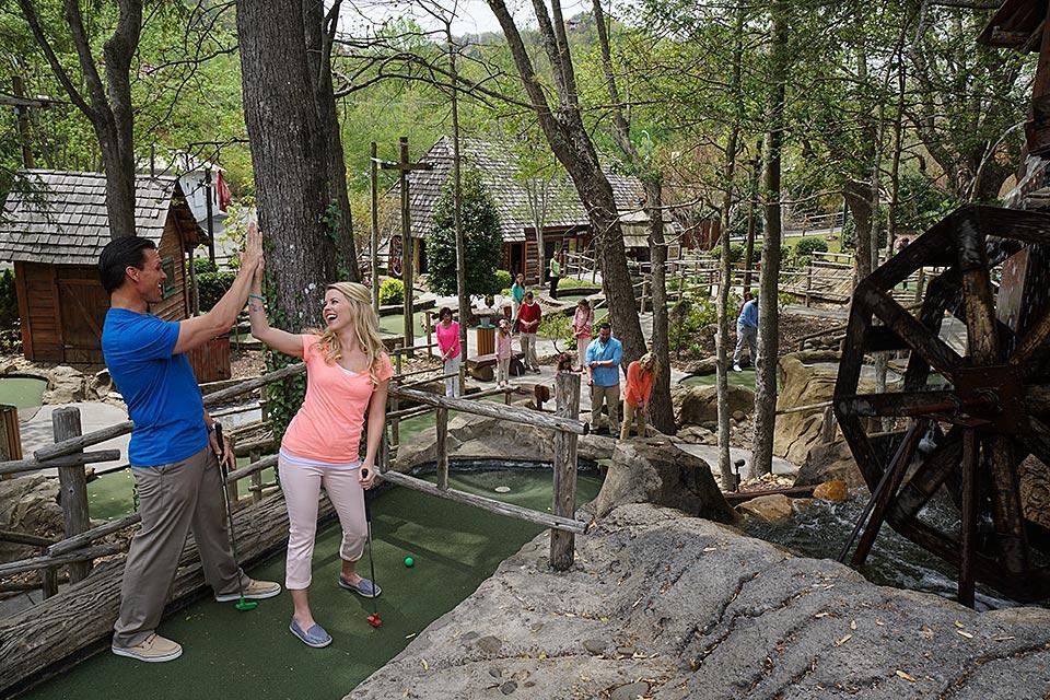 Family golf in Gatlinburg, Tennessee